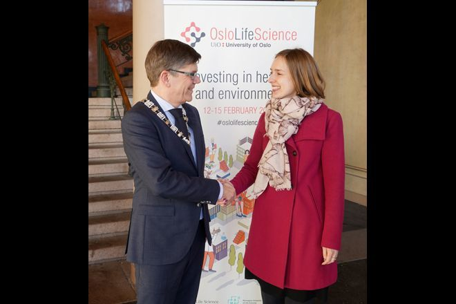 Rector at UiO, Svein Stølen, welcomes ;inister of Research and Higher Education, Iselin Nybø, to the main event of Oslo Life Science 2018.