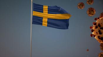 The Swedish flag on a flagpole and an illustration of the Covid-19 virus