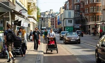 Photo of citylife in a street in Copenhagen
