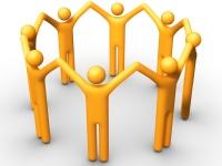 8 skjematisk tegnete mennesker som står i ring og holder hverandre i hendene