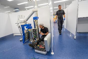 Bildet viser montering av unit på Barneklinikken