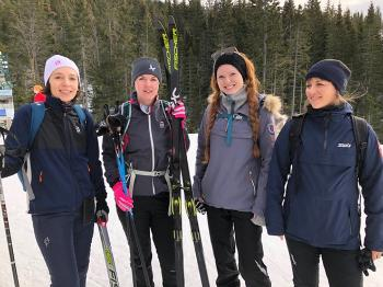 Bildet kan inneholde: snø, vinter, friluftsliv, nordisk ski, nordisk gåing.