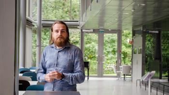 Stipendiat Janis Heinrich Zickfeld går sammen med sin veileder, Thomas Schubert, nye publiseringsveier. Foto: Svein Harald Milde