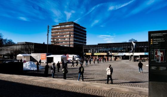 Bildet kan inneholde: sky, himmel, bygning, urbant design, offentlig område.