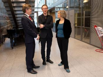 UiO Rector Svein Stølen talks to RITMO Centre Directors Anne Danielsen and Alexander Refsum Jensenius