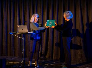 Liv Furuberg from the Research Council of Norway handed over the Centre of Excellence plaque to director Anne Danielsen.