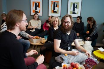 The RITMO lunch is an important social arena. It is also a time for sharing practical information, celebrate our achievements, and of course, also birthdays. Here RITMO's Deputy Director Alexander Refsum Jensenius (left) speaks to Director Anne Danielsen and PhD fellow Kjell Andreas Oddekalv.