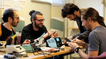 Several workshops were organised during the year. Musician-researcher Alexandros Kontogeorgakopoulos organised two workshops on force-feedback haptic interactions. From left Georgios Sioros, Cagri Erdem, Alexandros Kontogeorgakopoulos and Stefano Fasciani are working on their breadboards in RITMO's new electronics lab.