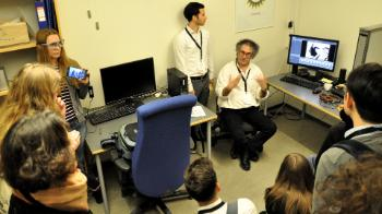 Professor Bruno Laeng presents the eye tracking laboratories, and the technique he has specialised in: pupillometry. With this method it is possible to investigate the size of the eye's pupil and how it responds to various stimuli.