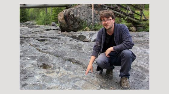 Andreas Albertsen er guide ved Gardnos Meteorittpark