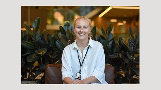 Anna Finstad på jobb i Vygruppen.
